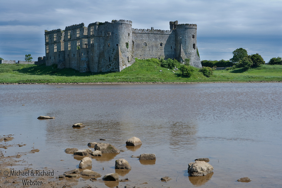 The site of Carew castle wasa defensive stronghold since Iron Age times. In the 11th Century it was owned by the Welsh beauty Princess Nest, daughter of the Welsh King Deheubarth. On the Norman Conquest it was ceeded to Gerald de Winsor who married Princess Nest
