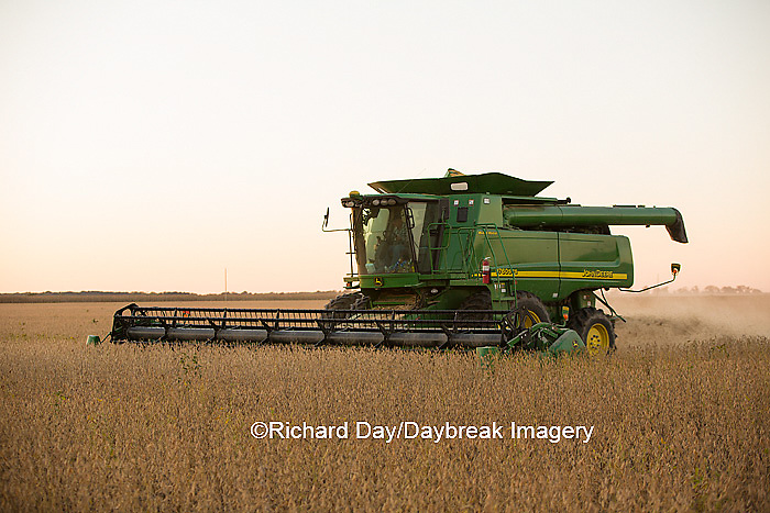 63801-07114 Farmer harvesting soybeans at sunset, Marion Co., IL
