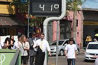 FOTO EMBARGADA PARA VEICULOS INTERNACIONAIS. SAO PAULO, SP, 18-09-2012, RECORDE DE TEMPERATURA. Os termometros da regiao do Ibirapuera marcavam acima dos 40 graus na tarde dessa Terca Feira (18). Luiz Guarnieri/ Brazil Photo Press.