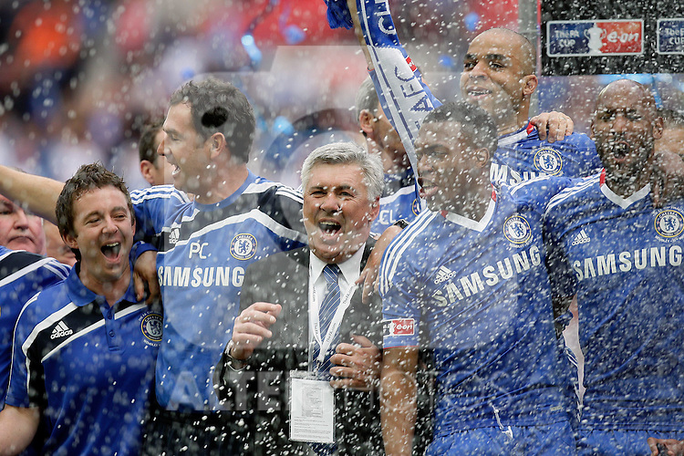 15.05.2010, Wembley-Stadion, London, ENG, FA CUP Finale, Chelsea FC vs Portsmouth im Bild Carlo Ancelotti , Manager of Chelsea   in Chelsea's FA Cup winning celebrations, EXPA Pictures © 2010, PhotoCredit: EXPA/ IPS/ Marcello Pozzetti