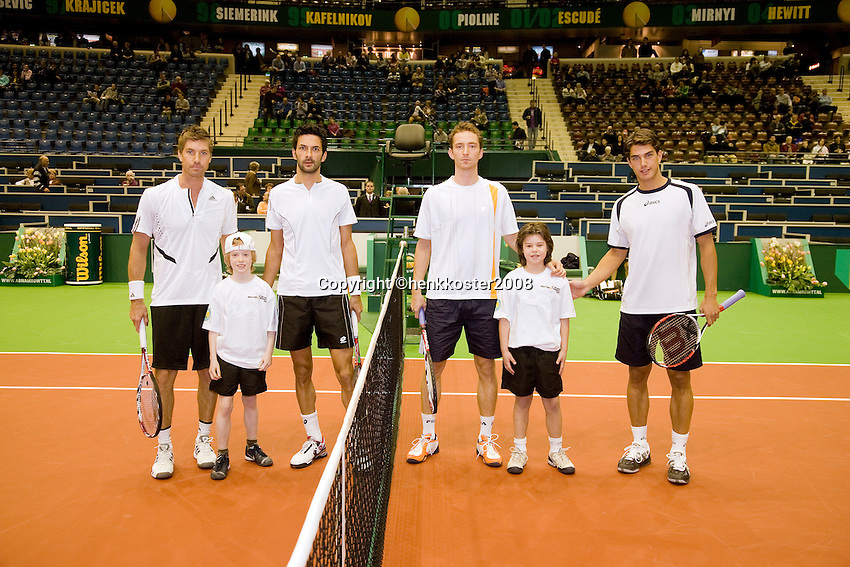 20-2-08, Netherlands, Rotterdam ABNAMROWTT 2008, Knowle/Aspelin and Huta Galung/Middelkoop(l) escorted bij kids