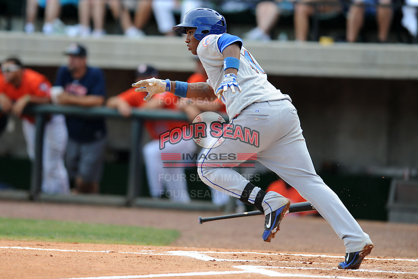 Kingsport Mets third baseman Pedro Perez #21 runs to first during a game against the Greenville Astros at Pioneer Park on August 4, 2013 in Greenville, Tennessee. The Astros won the game 17-1. (Tony Farlow/Four Seam Images)