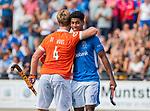 UTRECHT - Terrance Pieters (Kampong) met Mats de Groot (Bldaal)  na de hoofdklasse competitiewedstrijd mannen, Kampong-Bloemendaal (2-2) .   COPYRIGHT KOEN SUYK