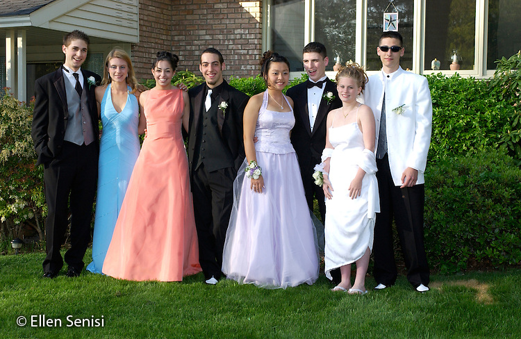 Schenectady, NY.High school couples going to junior/senior prom..©Ellen B. Senisi