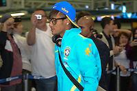 RIO DE JANEIRO, RJ, 16 JULHO 2012 - EMBARQUE SELECAO BRASILEIRA OLIMPICA - Neymar da Selecao Brasileira Olimpica de Futebol, durante embarque para Londres, onde disputara as olimpiadas, no Galeao, Aeroporto Internacional do Rio de Janeiro, na Ilha do Governador no Rio de Janeiro, nesta segunda-feira, 16. (FOTO: MARCELO FONSECA / BRAZIL PHOTO PRESS).