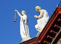 Nederland Rotterdam 2015. Beeld van Vrouwe Justitia met weegschaal
