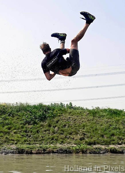 Nederland - Spaarnwoude 2018. De Strong Viking Hills Edition vindt plaats in recreatiegebied Spaarnwoude. Obstacle Run. De Fjord Drop.   Foto Berlinda van Dam / Hollandse Hoogte.