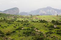 Santo Antonio do Jacinto_MG, Brasil...Paisagem com montanha em Santo Antonio do Jacinto...A landscape with mountain in Santo Antonio do Jacinto...Foto: LEO DRUMOND / NITRO.