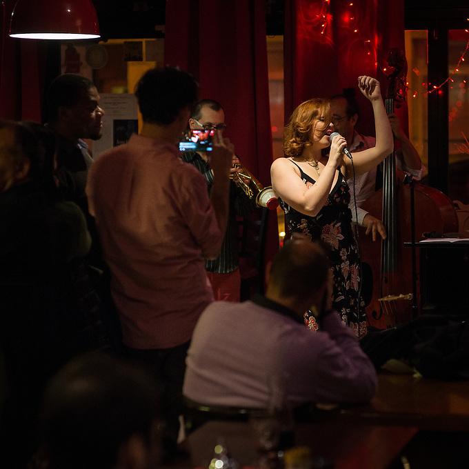 Marie-Laure Célisse (vocal) at Osmoz café, bar, restaurant, 33 rue de l'ouest, Paris. Thursday 5th January 2017.