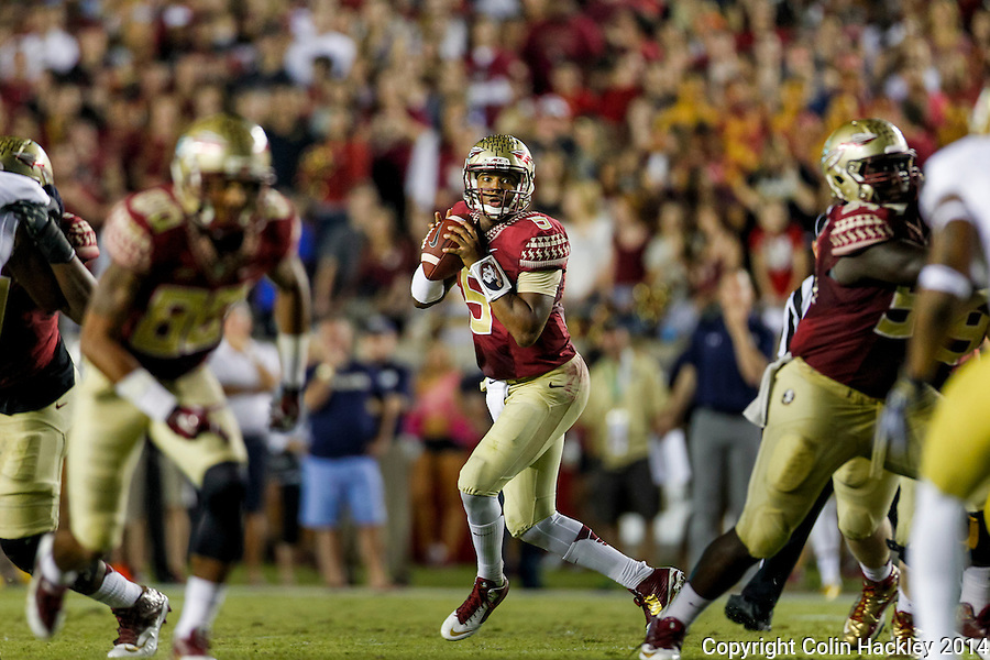 TALLAHASSEE, FLA. 10/18/14-FSU-ND101814CH-Florida State quarterback Jameis Winston looks for a receiver against Notre Dame during first half action Saturday at Doak Campbell Stadium in Tallahassee. <br /> COLIN HACKLEY PHOTO
