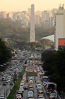 SAO PAULO, 26 DE JUNHO DE 2012 - TRANSITO SP - Transito na Avenida 23 de Maio, nos dois sentidos, no fim da tarde desta terca feira, regiao sul da capital. FOTO: ALEXANDRE MOREIRA - BRAZIL PHOTO PRESS