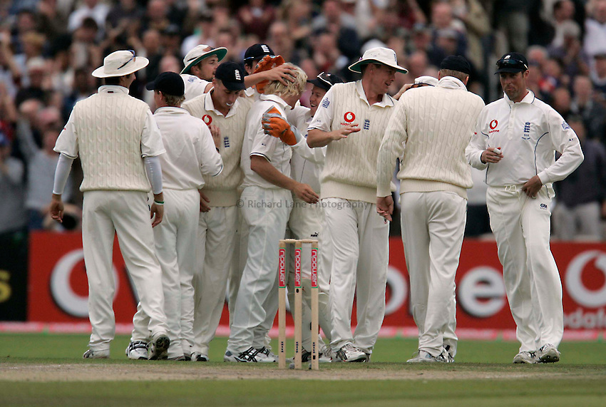 Photo: Peter Phillips..England v Australia. nPower Test Match Series, The Ashes 3rd Test. 15/08/2005..Big high fives all around as Langer is caught by Geraint Jones off Hoggards first ball