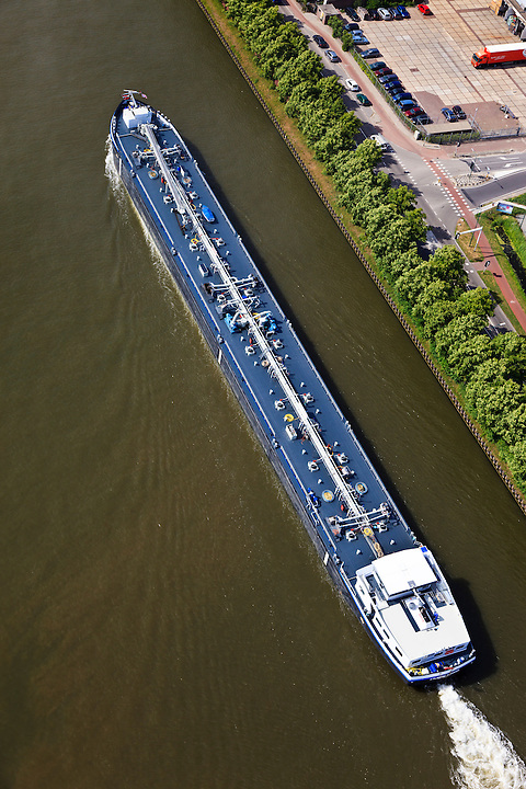 Nederland,  Utrecht, Maarssen,23-05-2011; Amsterdam-Rijnknaal. Gastanker binnenvaartschip in het Amsterdam-Rijnkanaal. .luchtfoto (toeslag), aerial photo (additional fee required).copyright foto/photo Siebe Swart