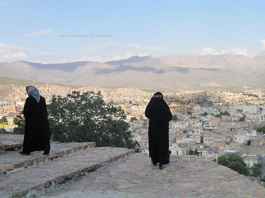 Iran 2004.Vue sur Sanandaj.<br /> Iran 2004.The city of Sanandaj