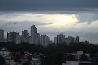 SAO PAULO, SP,  5 DE JUNHO DE 2012 - CLIMA TEMPO. A chuva voltou a apareceu na capital paulista na manhã desta terça.FOTO: GEORGINA GARCIA/ BRAZIL PHOTO PRESS.