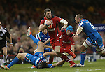 Wales wing Alex Cuthbert tries to beat Sergio Parisse for speed after stepping inside Luke McLean.<br /> RBS 6 Nations 2014<br /> Wales v Italy<br /> Millennium Stadium<br /> 01.02.14<br /> <br /> &copy;Steve Pope-SPORTINGWALES