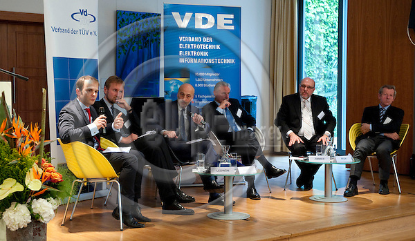 Brussels-Belgium - May 17, 2011 --  ?E-Mobility 2020 - Wird Europa Leitmarkt und Leitanbieter ? Case-Study Deutschland? a panel discussion jointly organized by VdTÜV e.V. and VDE e.V.; here, from left to right, 1-6: 1- Martin David LEDWON, Nationale Plattform Elektromobilität, Siemens AG; 2- Dr. Hartmut KÜHNE (Kuhne, Kuehne), Bundesministerium für Wirtschaft und Technologie, Referatsleiter Elektromobilität, Umweltinnovation; 3- Tom WEINGÄRTNER (Weingaertner, Weingartner), Moderator; 4- Dr. Hans Heinz ZIMMER, Vorstandsvorsitzender VDE e.V.; 5- Dr. Armin PFOH, VdTÜV e.V., Leiter Konzernbereich Innovationsmanagement, TÜV SÜD AG; 6- Dr. Franz Xaver SÖLDNER (Soeldner, Soldner), EU-Kommission, Generaldirektion Mobilität und Verkehr, Deputy Head of Unit -- Photo: Horst Wagner / eup-images