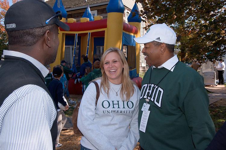 17904Homecoming 2006 10/20/06: Tailgreat...Ralph Amos, Jenn Heisey, Dr.McDavis