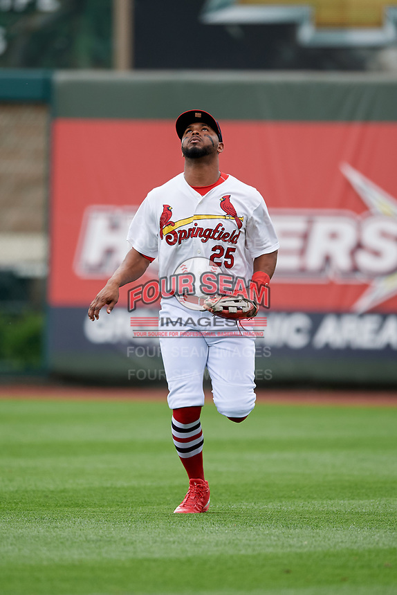 Springfield Cardinals right fielder Anthony Garcia (25) tracks a fly ball during a game against the San Antonio Missions on June 4, 2017 at Hammons Field in Springfield, Missouri.  San Antonio defeated Springfield 6-1.  (Mike Janes/Four Seam Images)