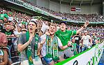 Stockholm 2014-07-28 Fotboll Superettan Hammarby IF - Assyriska FF :  <br /> Hammarbys supporter sjunger under matchen<br /> (Foto: Kenta J&ouml;nsson) Nyckelord:  Superettan Tele2 Arena Hammarby HIF Bajen Assyriska AFF supporter fans publik supporters glad gl&auml;dje lycka leende ler le sjunga sjunger s&aring;ng