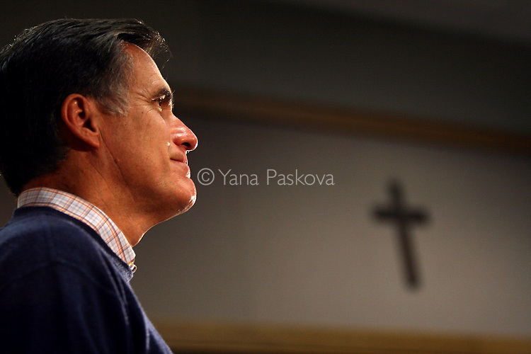 U.S. Presidential Hopeful Gov. Mitt Romney (R-MA) speaks at Loras College in Dubuque, IA, on Nov. 30, 2007.