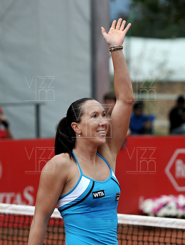 BOGOTÁ - COLOMBIA - 24-02-2013: Jelena Jonkovic de Serbia, celebra tras vencer a Paola Ormaechea de Argentina,en partido por la final de la  Copa de Tenis WTA Bogotá, febrero 24 de 2013. (Foto: VizzorImage / Luis Ramírez / Staff). Jelena Jonkovic from Serbia celebrates after beating Paola Ormaechea from Argentina in the final match for the WTA Bogota Tennis Cup, on February 24, 2013, in Bogota, Colombia. (Photo: VizzorImage / Luis Ramirez / Staff)........................................