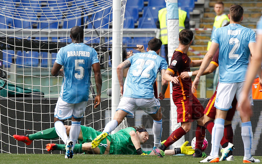 Calcio, Serie A: Lazio vs Roma. Roma, stadio Olimpico, 3 aprile 2016.<br /> Lazio&rsquo;s goalkeeper Federico Marchetti, bottom, saves the ball during the Italian Serie A football match between Lazio and Roma at Rome's Olympic stadium, 3 April 2016.<br /> UPDATE IMAGES PRESS/Riccardo De Luca