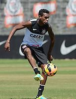 SÃO PAULO,SP, 14.09.2013 TREINO/CORINTHIANS/SP -  Edenilson durante treino do Corinthians no CT Joaquim Grava na zona leste de Sao Paulo. (Foto: Alan Morici /Brazil Photo Press).