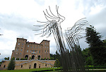 Scultura internazionale al Castello di Aglie. Sculpture exhibition in the park of the Castle of Aglie. Here the work of Pino Castagna.