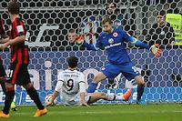 Robert Lewandowski (Bayern) gegen Felix Wiedwald (Eintracht) - Eintracht Frankfurt vs. FC Bayern München, Commerzbank Arena