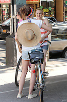Elizabeth Olsen and Dakota Fanning on the set of &quot;Very Good Girls&quot; in Brooklyn, New York, 12.07.2012...Credit: Rolf Mueller/face to face /MediaPunch Inc. ***FOR USA ONLY*** ***Online Only for USA Weekly Print Magazines*** /*NORTEPHOTO*<br />