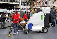 Schoonmaker op het Rembrandtplein in Amsterdam