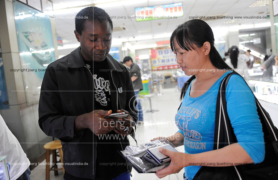 "Asien CHINA , Provinz Guangdong , Metropole Guangzhou (Kanton) , Haendler aus Afrika kaufen in Grosshandels-/Exportmaerkten Produkte fuer Ihre Laeden in Afrika ein  | .Asia CHINA Guangzhou , african trader buy and ship products to africa.  -   global trade trading economy .| [ copyright (c) Joerg Boethling / agenda , Veroeffentlichung nur gegen Honorar und Belegexemplar an / publication only with royalties and copy to:  agenda PG   Rothestr. 66   Germany D-22765 Hamburg   ph. ++49 40 391 907 14   e-mail: boethling@agenda-fototext.de   www.agenda-fototext.de   Bank: Hamburger Sparkasse  BLZ 200 505 50  Kto. 1281 120 178   IBAN: DE96 2005 0550 1281 1201 78   BIC: ""HASPDEHH"" ,  WEITERE MOTIVE ZU DIESEM THEMA SIND VORHANDEN!! MORE PICTURES ON THIS SUBJECT AVAILABLE!! ] [#0,26,121#]"
