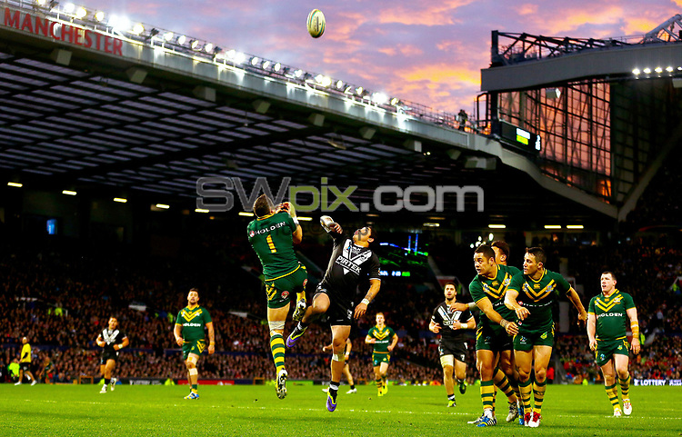 Picture by Alex Whitehead/SWpix.com - 30/11/2013 - Rugby League - Rugby League World Cup Final - New Zealand v Australia - Old Trafford, Manchester, England - Australia's Billy Slater and New Zealand's Kevin Locke challenges for the ball in the air.