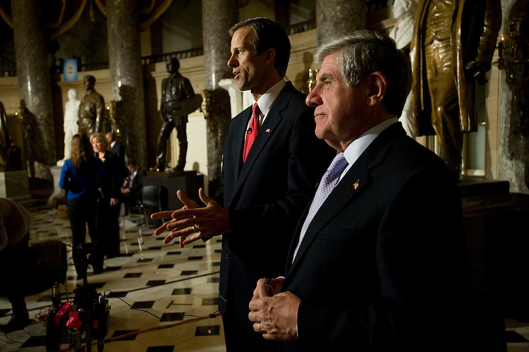 WASHINGTON, DC - Feb. 24: Sen. John Thune, R-S.D., and Sen. Ben Nelson, D-Neb., talk to media in Statuary Hall after President Barack Obama's first address to a joint session of the U.S. Congress. (Photo by Scott J. Ferrell/Congressional Quarterly)