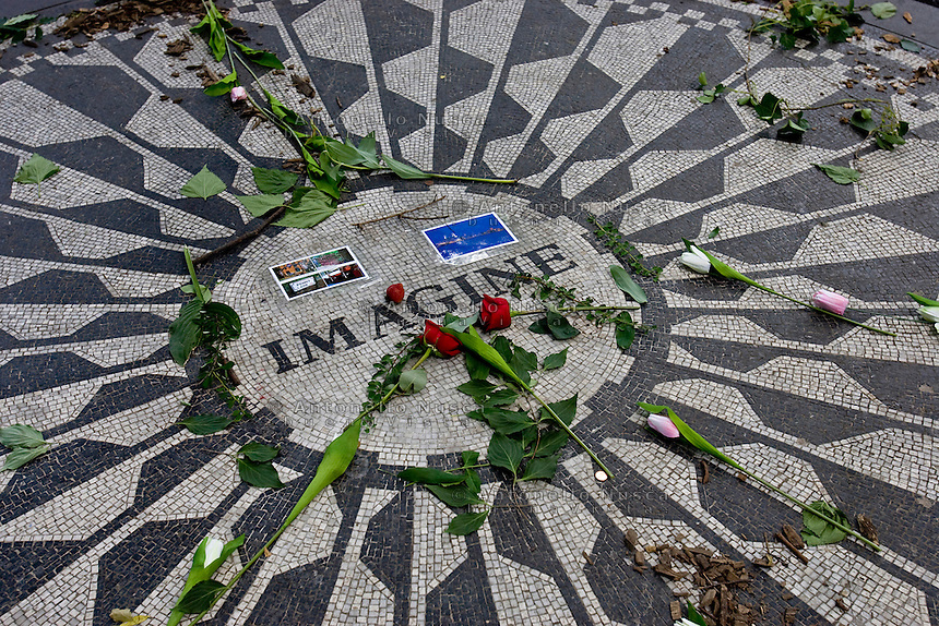 New York, Usa, Giugno 2007. The Strawberry Fields, John Lennon Memorial at the Central Park in New York