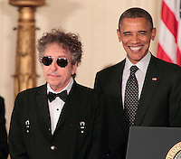 Bob Dylan receives Medal of Freedom from President Obama at the White House in Washington, DC on May 29, 2012 © mpi79 / MediaPunch Inc.