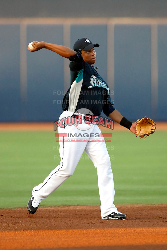 Ramon Morla - AZL Mariners (2009 Arizona League).Photo by:  Bill Mitchell/Four Seam Images..