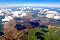 Rummelloch: EUROPA, DEUTSCHLAND, SCHLESWIG- HOLSTEIN,  (GERMANY), 30.09.2010: Das Rummelloch, ist ein Priel zwischen den Halligen Hooge und Pellworm im nordfriesischen Wattenmeer. Er trennt Norderoog- und Suederoogsand und fuehrt oestlich von Norderoog Richtung Hooge. Der Priel ist bis zu fuenf Meter tief. Das zum Priel gehoerige Tidebecken ist eines der kleinsten des nordfriesischen Watts. Nach Westen begrenzen es die offene See und Sueder- und Norderoogsand, nach Osten hin die Insel Pellworm und die Wattscheidehoehen zum Heverstrom, zu Suederaue und zum Hoogeloch.