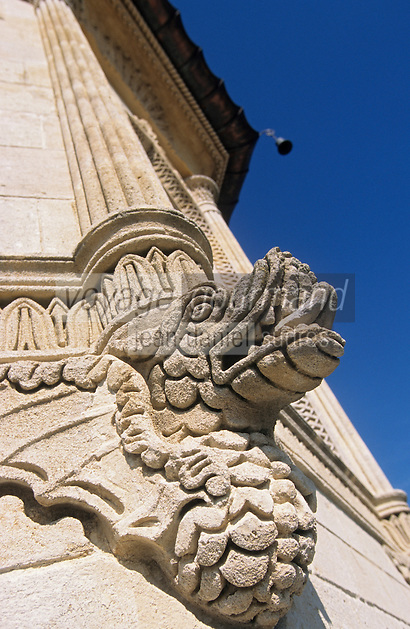 Europe/France/Aquitaine/33/Gironde/Saint-Estèphe : château Cos d'Estournel (AOC Saint-Estèphe) - Détail des dragons sculptés sur les tours [Non destiné à un usage publicitaire - Not intended for an advertising use]