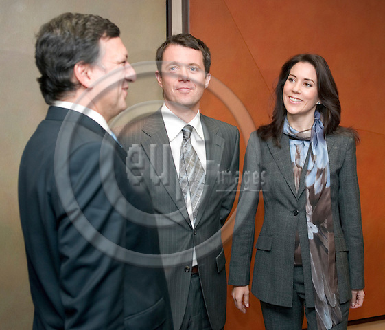 BRUSSELS - 06 November 2006 -- .European Commission chief Jose Manuel Barroso (L) welcomes Frederik, Crown Prince of Denmark (C) and Crown Princess Mary Elisabeth at the EU Commission's Headquarters. -- PHOTO: THIERRY MONASSE / EUP-IMAGES..