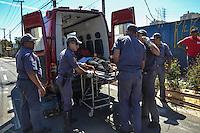 SAO PAULO, SP, 21 AGOSTO 2012 - ACIDENTE DE TRANSITO - AUTO X AUTO - Dois veiculos colidiram na Rua Presidente Wilson altura do numero 1392, no bairro da Mooca na regiao leste da capital paulista, nesta terca-feira, 21. O ocupante de um dos veiculos teve ferimentos leves e foi atendido em uma Unidade de Resgate do Corpo de Bombeiros no local. (FOTO: MARCELO FONSECA / BRAZIL PHOTO PRESS).