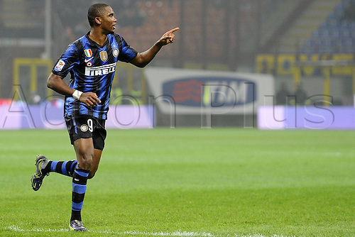 15 01 2011   Series A Inter Milan versus Bologna.   Photo shows the goal scoring celebrations from  Samuel Eto o