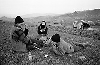 ROMANIA / Maramures / Valeni / April 2003..Villagers resting while plowing a plot of land in springtime...© Davin Ellicson / Anzenberger..