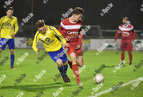 2016-11-26 / Voetbal / Seizoen 2016-2017 / KFC De Kempen - VC Herentals / Domien Van den Putte met Kim Bosmans (r. Herentals)<br /> <br /> ,Foto: Mpics.be