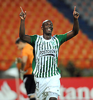 MEDELLIN -COLOMBIA- 06-08-2013. John Valoy de Atletico Nacional de Colombia   celebra su gol  contra el Inti Gas del Peru   ,  partido correspondiente a la Copa Total Sudamericana jugado en el estadio Atanasio Girardot de Medell'n   /  John Valoy Atletico Nacional of Colombia celebrates his goal against Gas del Peru Inti, game for the Copa Sudamericana Total played in the Atanasio Girardot stadium in Medellin<br />  . Photo: VizzorImage  / Luis Rios  / Stringer