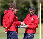 Pedro Caixinha discussing tactics with Helder Baptista and Jonatan Johansson