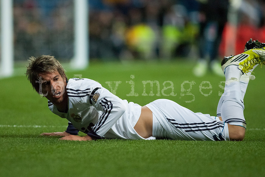 Takedown to Coentrao at edge of the penalty area