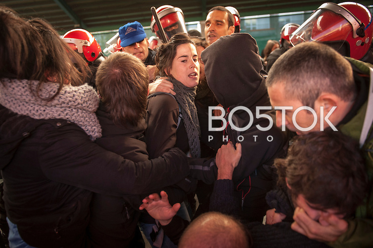 People gathers around Jone Amezaga (center of the image, with grey scarf) to prevent her from being arrested, while police members, some of them in civilian clothes try to detain her. Gernika (Basque Country) December 15. Jone Amezaga was charged with glorification of terrorism and sentenced to 18 months in prison. After spending almost 3 weeks hidden, Jone has appeared in Gernika, surrounded by many people who have approached to show their solidarity. She could be arrested at any time. (Gari Garaialde / Bostok Photo).