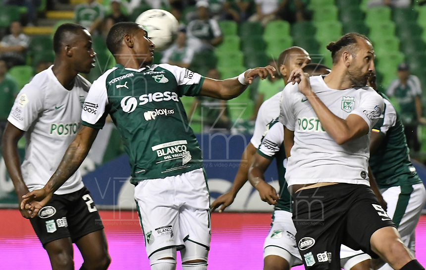 PALMIRA - COLOMBIA, 21-08-2019: Juan Camilo Angulo del Cali disputa el balón con Hernan Barcos de Nacional durante partido entre Deportivo Cali y Atlético Nacional por la fecha 7 de la Liga Águila II 2019 jugado en el estadio Deportivo Cali de la ciudad de Palmira. / Juan Camilo Angulo of Cali vies for the ball with Hernan Barcos of Nacional during match between Deportivo Cali and Atletico Nacional for the date 7 as part Aguila League II 2019 played at Deportivo Cali stadium in Palmira city. Photo: VizzorImage / Gabriel Aponte / Staff